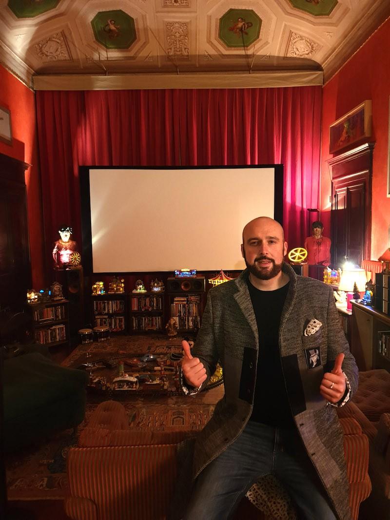 Cris La Torre nella casa museo di Lucio Dalla a Bologna